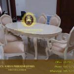 Meja Makan Oval Klasik Aico Lavelle